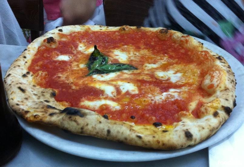 Pizza Margherita van Da Michele in Napels